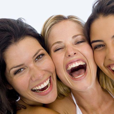 Zehn bis fünfzehn Minuten herzhaftes Lachen am Tag verbraucht in der Woche 280 Kalorien.