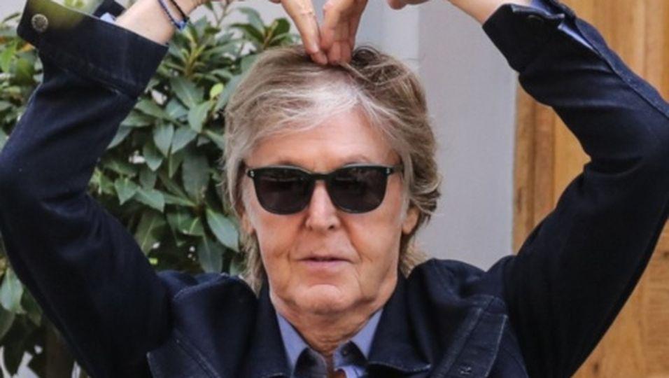 Paul McCartney überquert berühmtesten Zebrastreifen erneut