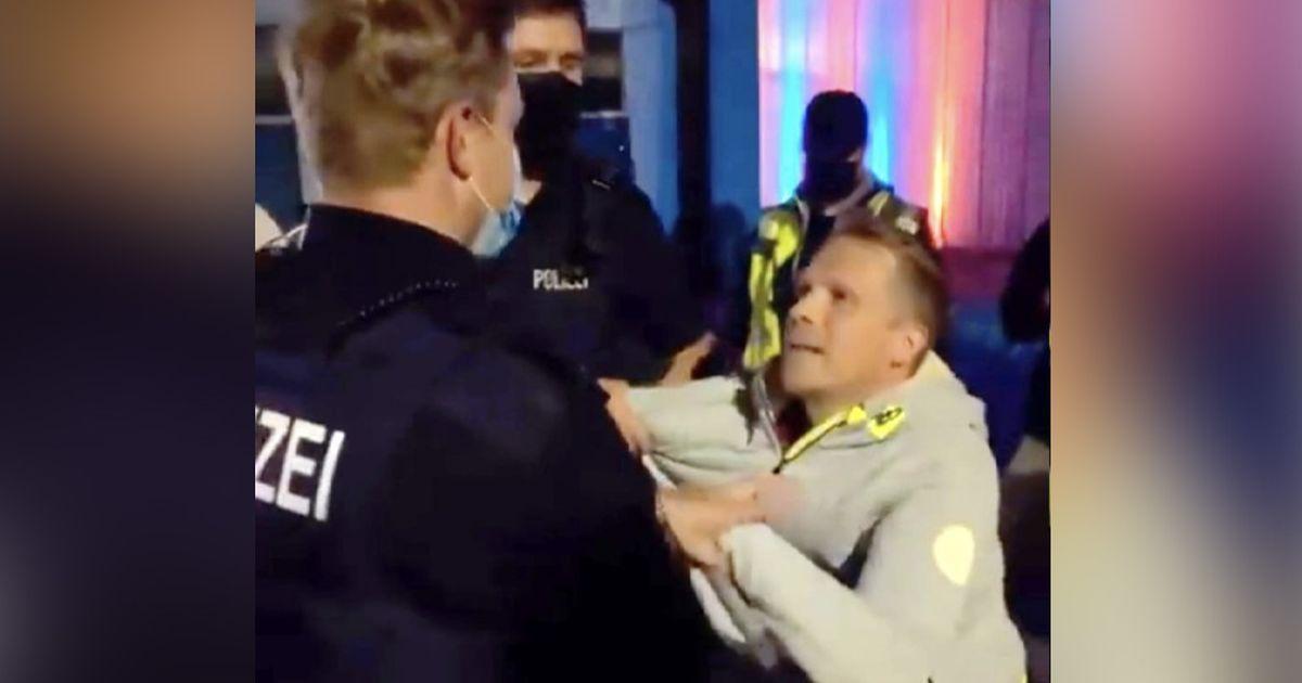 Oliver Pocher wird von der Polizei abgeführt