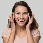 Hyaluron und CBD: Eine neue Creme ist unsere Geheimwaffe gegen Augenringe