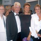 Rudi Carrell, Ehefrau Simone Kesselaar (3.v.li.), Tochter Caroline Kesselaar (li), Tochter Annemieke Kesselaar (re.), Gala Verleihung