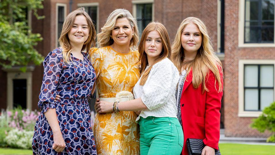 Kleiderschrank-Shopping bei Mama: Amalia, Alexia und Ariane im Mode-Himmel!