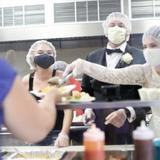 Brautpaar spendet Hochzeitsmenü an Frauenhaus