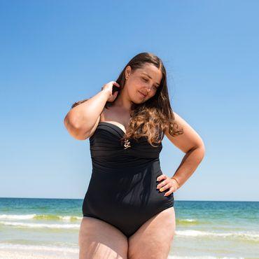 Plus-Size: Dieser Amazon-Badeanzug gehört in deinen Urlaubskoffer