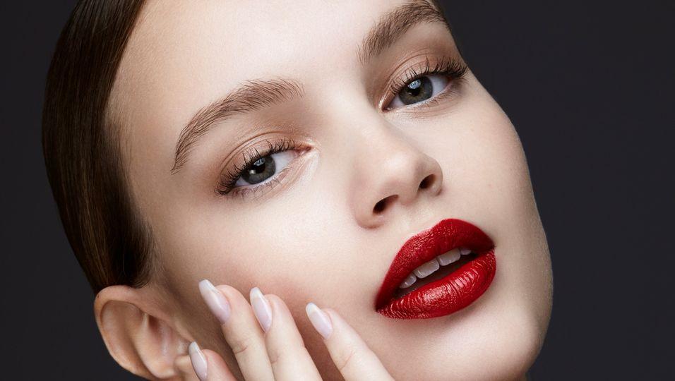 So werten wir unsere Make-up-Routine für Weihnachten zuhause auf