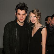 """Die Beziehung mit dem """"Twilight""""-Star endete nach nur drei Monaten und Taylor Swift warf ein Auge auf Womanizer John Mayer."""