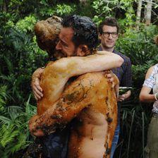 Große Freude: Larissa Marolt (l.) und Michael Wendler haben die fünfte Dschungeltherapie überstanden.
