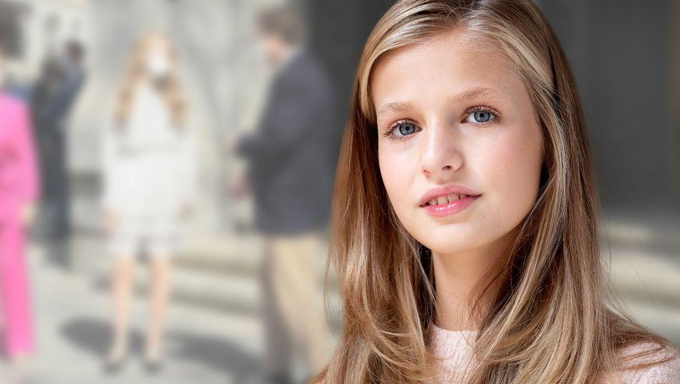 Im süßen Sommerkleidchen: So bravourös meisterte sie ihren ersten Solo-Termin