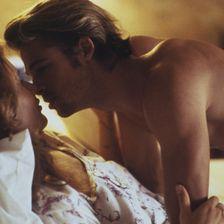 """Es war sein Durchbruch: Als blonder Verführer von Geena Davis in """"Thelma und Louise"""" startete Brad Pitt seine Karriere."""