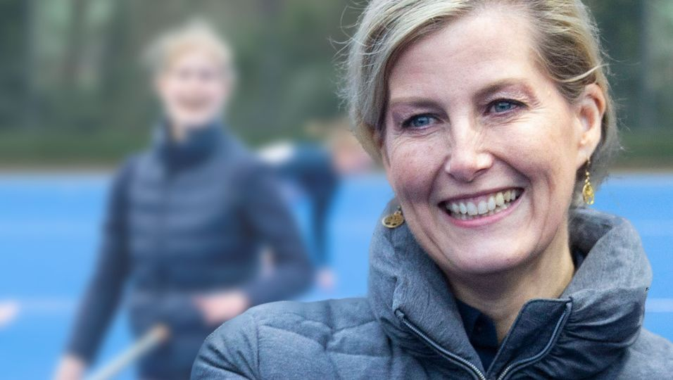 Verschmitztes Lachen & kecker Blick: Beim Hockey taut Tochter Louise richtig auf