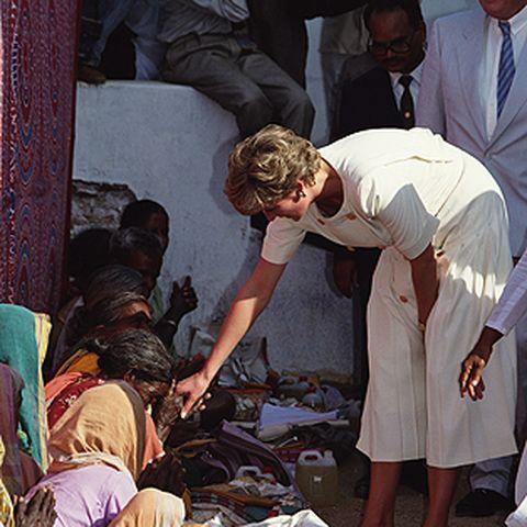 """Ein Herz für die Armen und Kranken: Diana wird zur """"Prinzessin zum Anfassen""""."""
