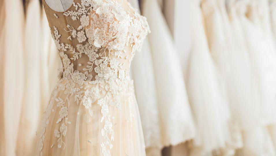 Beliebtes Label verschenkt Brautkleider an Gesundheits-Mitarbeiterinnen