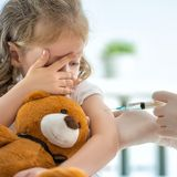 Kleinkind wird geimpft