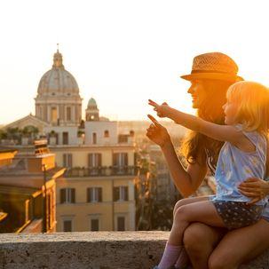 Mutter und Tochter in Rom