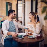 Paar in Cafe in Italien.