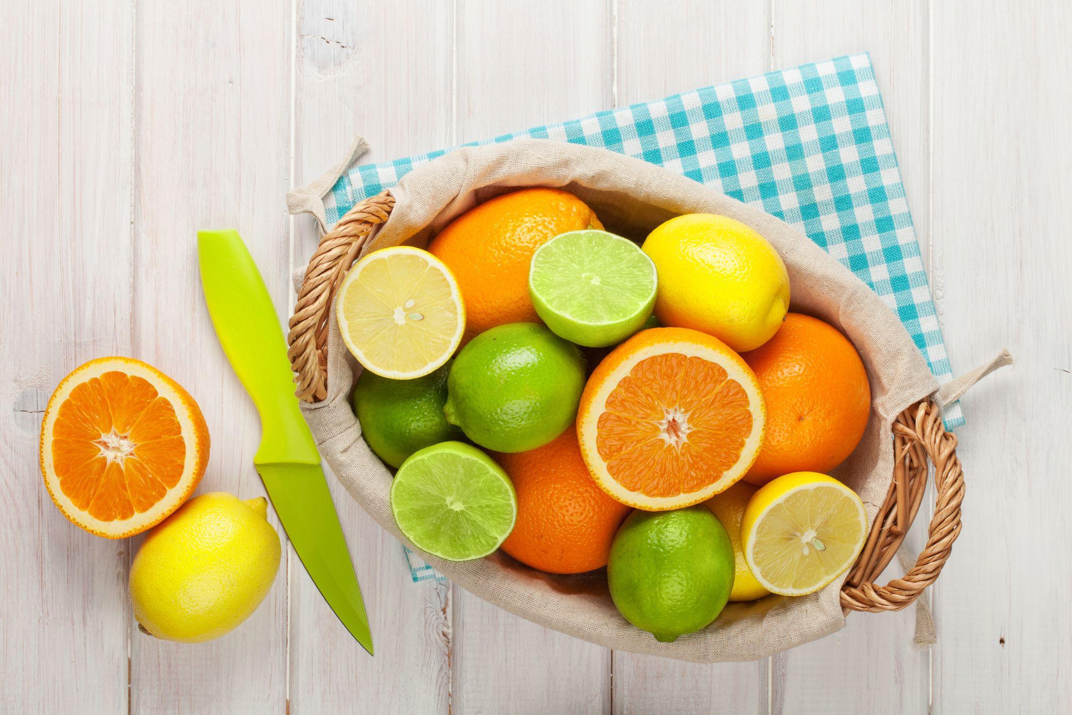 Zitrusfrüchte im Korb