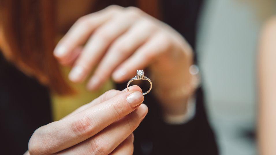 Der Heiratsantrag eines britischen Mannes missglückte - doch die Geschichte nahm trotzdem ein glückliches Ende.