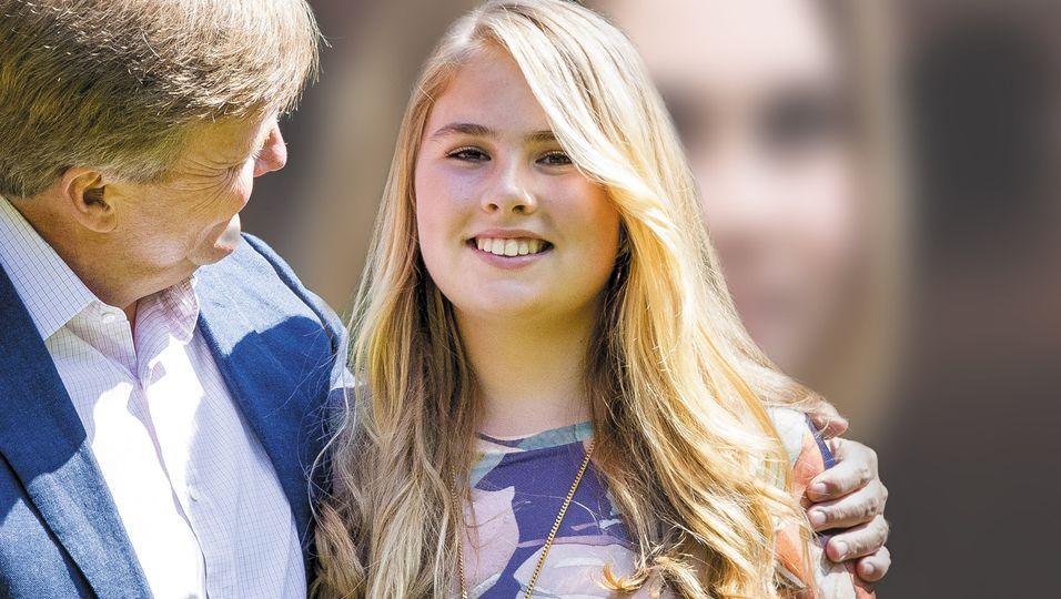 Traumhaare & sanftes Lächeln: Auf ihrem Geburtstagsportrait sieht sie richtig erwachsen aus