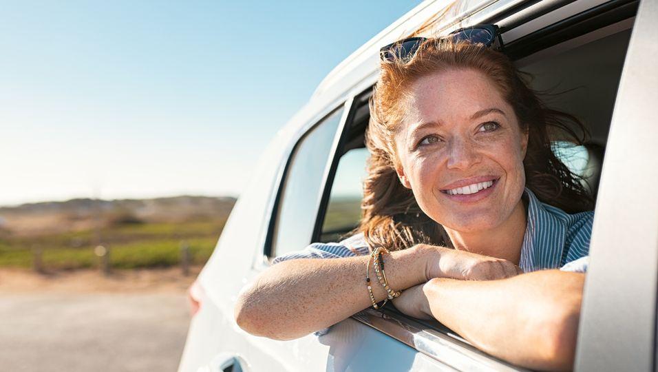 Frau-glücklich-Auto