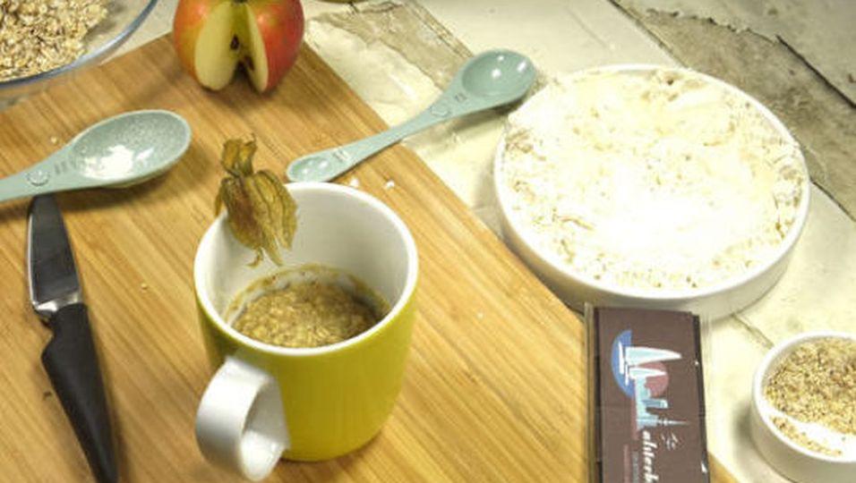 Rezept: Fruchtiger Apfel-Haferflocken-Tassenkuchen