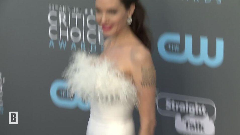 Super sexy im weißen Federkleid: So befreit haben wir sie lange nicht gesehen!