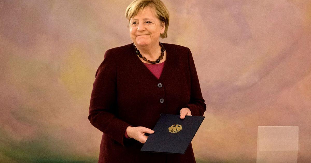 Angela Merkel: Das Ende einer Ära: Rührende Bilder von ihrer Entlassung