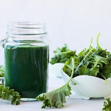 Smoothies sind aus unserem Ernährungsplan nicht mehr wegzudenken, aktuell unser Liebling: Frühstückssmoothie mit Baby Kale.