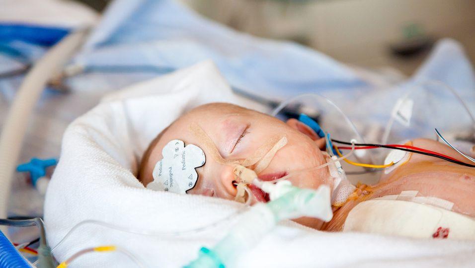 Baby auf Intensivstation