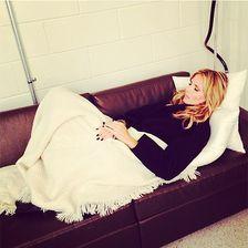 """Eine erschöpfte Model-Mama: """"sooooo müde heute!!!!!!"""" schrieb Heidi Klum unter dieses Bild."""