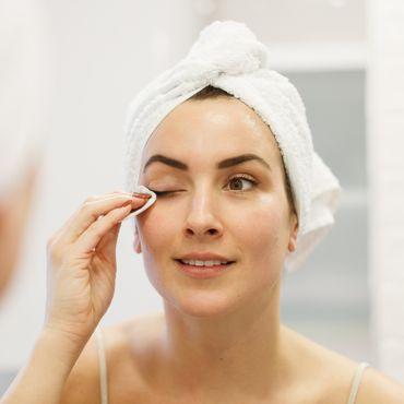 Schluss mit Rubbeln: Nur warmes Wasser löst diese Mascara sofort