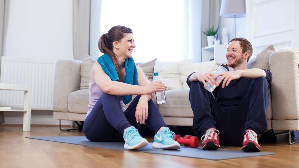 Zu einem guten Sportprogramm gehören auch Pausen - und ausreichend Flüssigkeit.