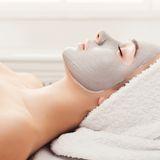 Diese Zutaten in unserer Pflege machen Schluss mit öliger Haut