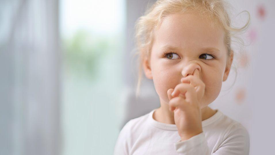 Ungeahnte Konsequenzen: Nicht nur unappetitlich: So gefährlich ist Nasebohren für dein Kind