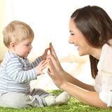 Baby-Spiele, mit Babys spielen, Babys unterhalten