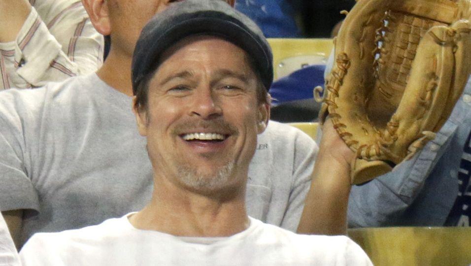 Brad Pitt - Neue Liebe, altes Lachen: Dieses Strahlen spricht Bände!