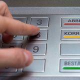 Wer sich am Geldautomaten mit Bargeld versorgt, muss bei einigen Banken inzwischen einen Mindestbetrag abheben.