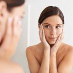 Für dein Wohlfühlprogramm: Dieses Hyaluron-Serum versorgt deine Haut mit allem, was sie momentan braucht