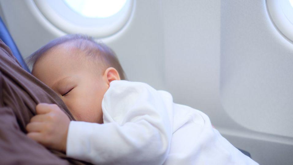 Stillen im Flugzeug