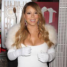 Februar 2014 in New York: Die Sängerin wirkte ganz in Weiß und mit Fellkragen einfach nur ordinär.