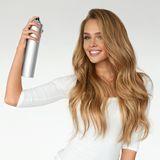 Wir toppen ab jetzt alle Frisuren mit diesem Spray – selbst der Profi liebt es