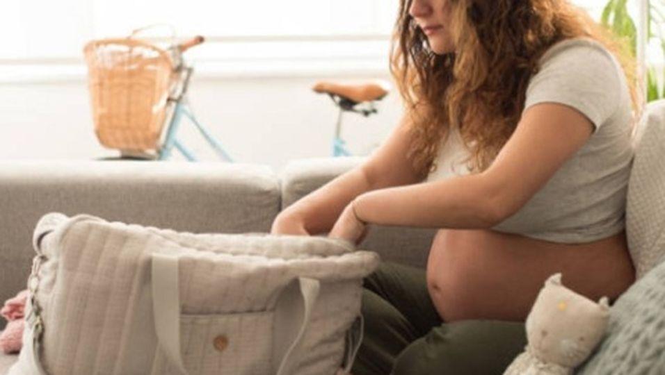 Kliniktasche packen: Das sollten Schwangere unbedingt dabei haben