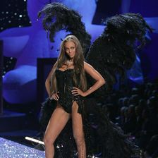 """1997 startete das Dessous-Label mit der Idee der """"Victoria's Secret""""-Gesichter. Tyra Banks gehörte zu den ersten fünf Engeln."""