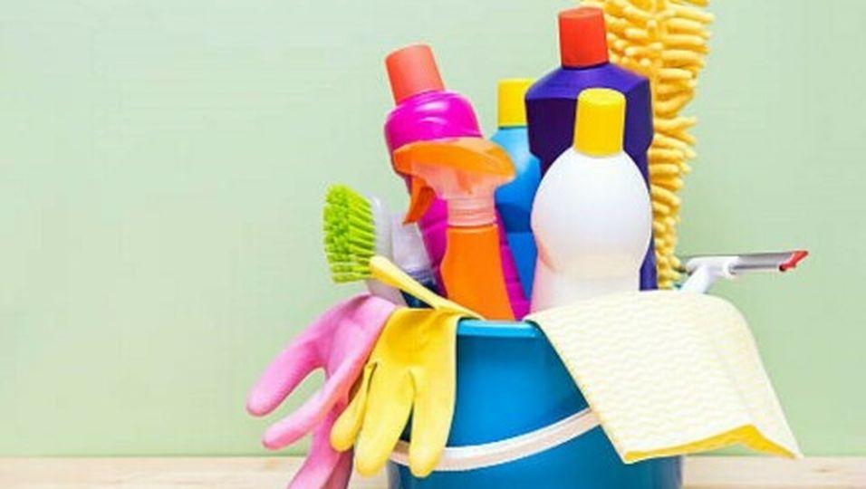 Wohnung putzen: Diese drei Reiniger genügen