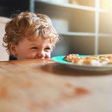 Kleinkind beim Frühstück