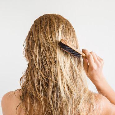 Nasses Haar entwirren: Mit dieser speziellen Bürste klappt's sekundenschnell!