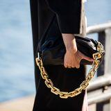 Chunky Chain Bags begleiten uns durch den Herbst