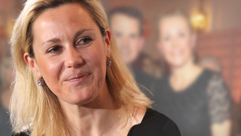 Seltener Kuschelauftritt mit ihrem Jan-Henrik – und ihr glückliches Lächeln spricht Bände