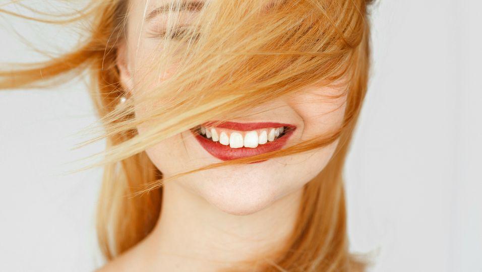 1.500 Bewertungen: Diese Zahnbleaching-Streifen bescheren dir ein royales Lächeln!