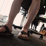 Sommerkleidung bei der Arbeit?Geht es im Büro auch sonst eher leger zu, spricht bei Hitze nichts gegen eine kurze Hose.