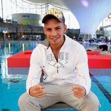 """Beim """"TV Total Turmspringen"""" stürzte sich Pietro Lombardi ins Wasser"""